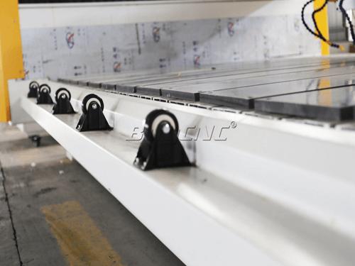 Feeding roller of marble cutting machine